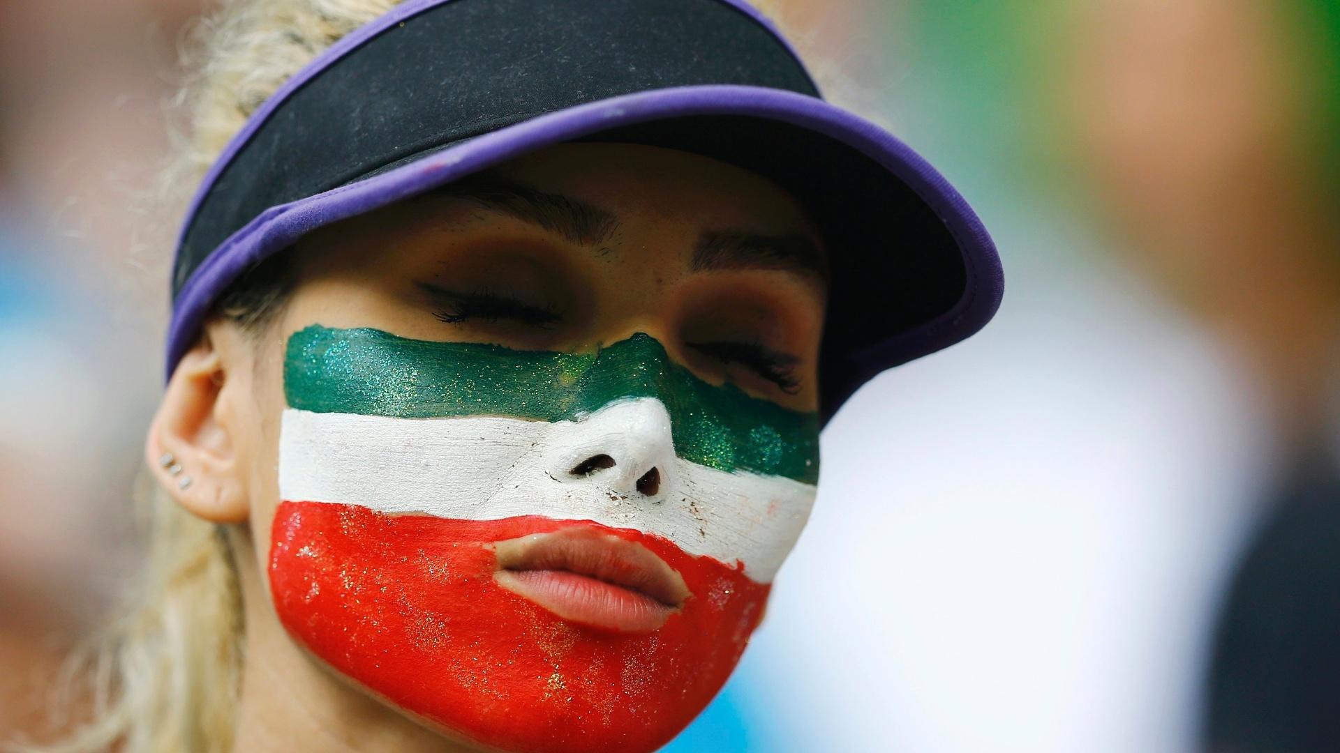 Torcedora iraniana se frustra com derrota por 3 a 1 para a Bósnia na Fonte Nova