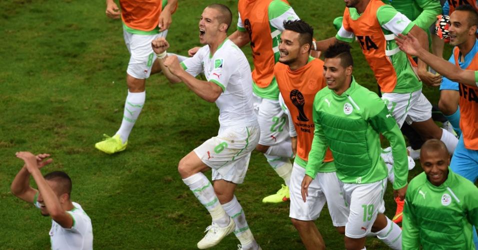 A festa dos argelinos no gramado da Arena da Baixada foi grande. Os africanos empataram por 1 a 1 com a Rússia e garantiram a classificação inédita para as oitavas de final da Copa do Mundo. A Alemanha será a rival na próxima fase