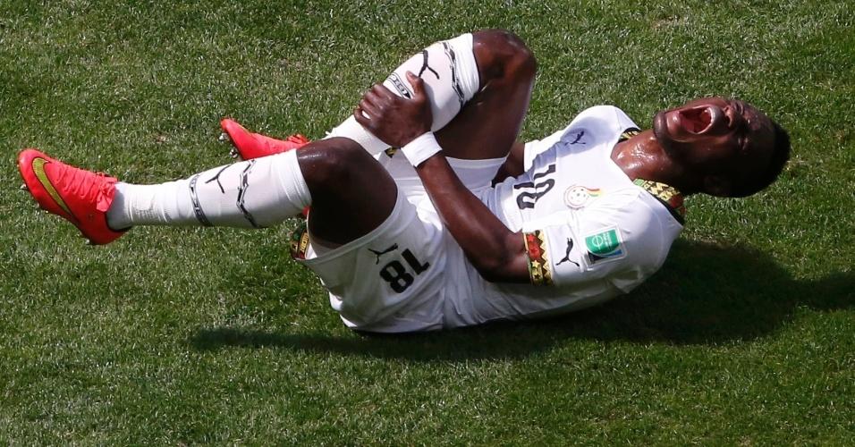 Abdul Majeed Waris, de Gana, vai ao chão e grita após lance de jogo contra Portugal