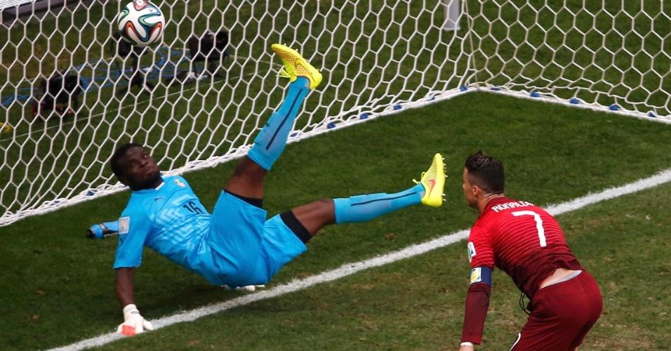 Cristiano Ronaldo chega perto de marcar, mas é barrado pelo goleiro ganense na partida em Brasília