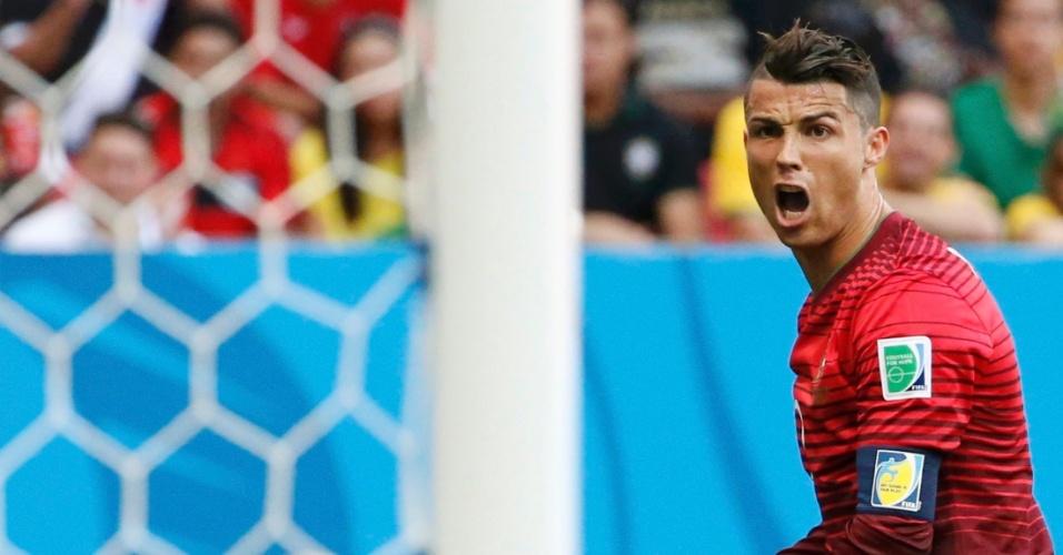 Cristiano Ronaldo lamenta chance de gol perdida durante o decisivo duelo de Portugal contra Gana