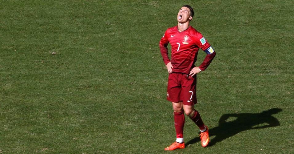 Em uma careta, Cristiano Ronaldo resume seu jogo: o português desencantou e até marcou seu gol, garantindo a vitória contra Gana, mas o sentimento foi de frustração, já que o resultado não impediu a seleção europeia de ser eliminada da Copa ainda na primeira fase