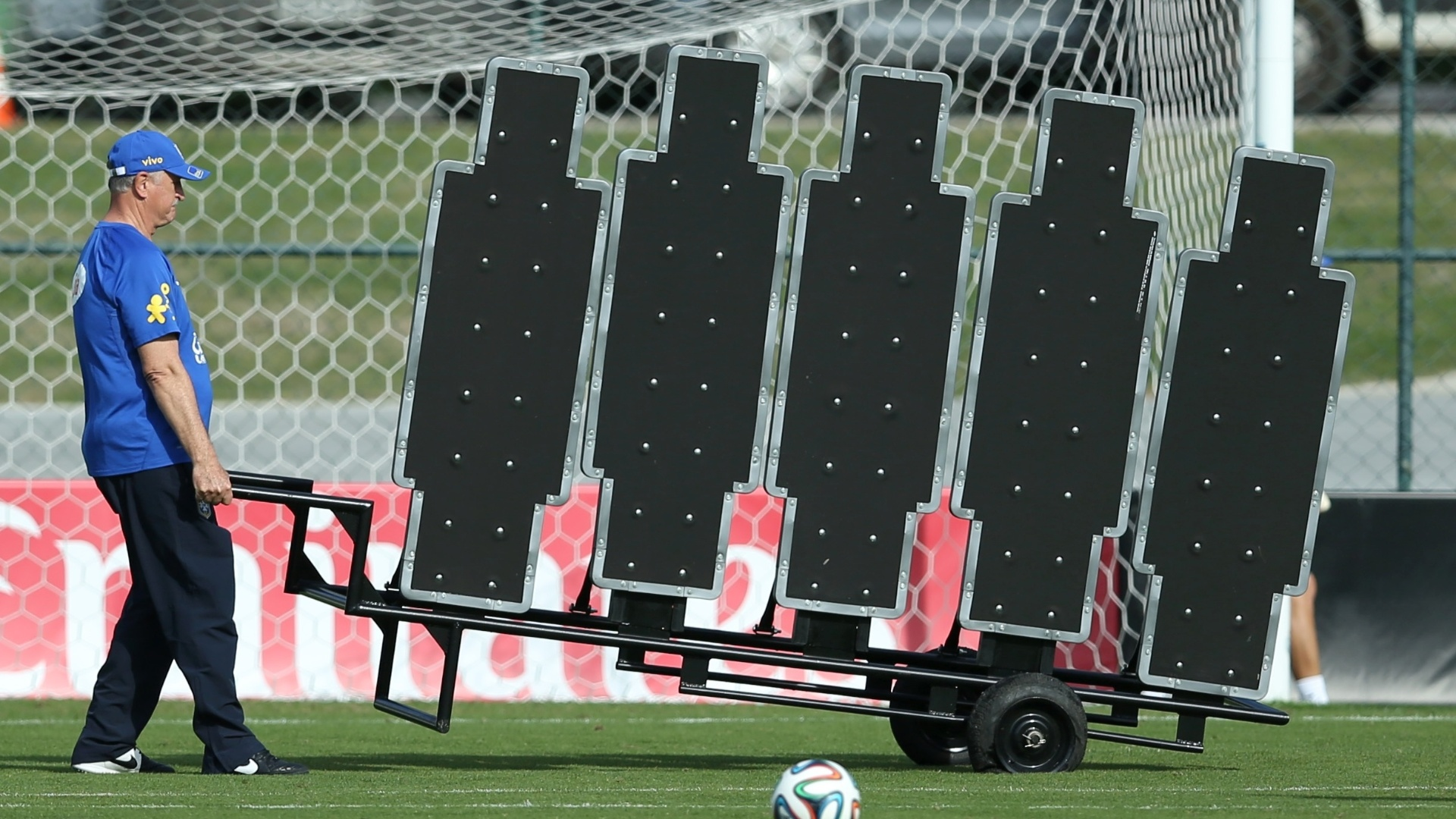 Felipão arruma barreira durante treino da seleção brasileira em Teresópolis