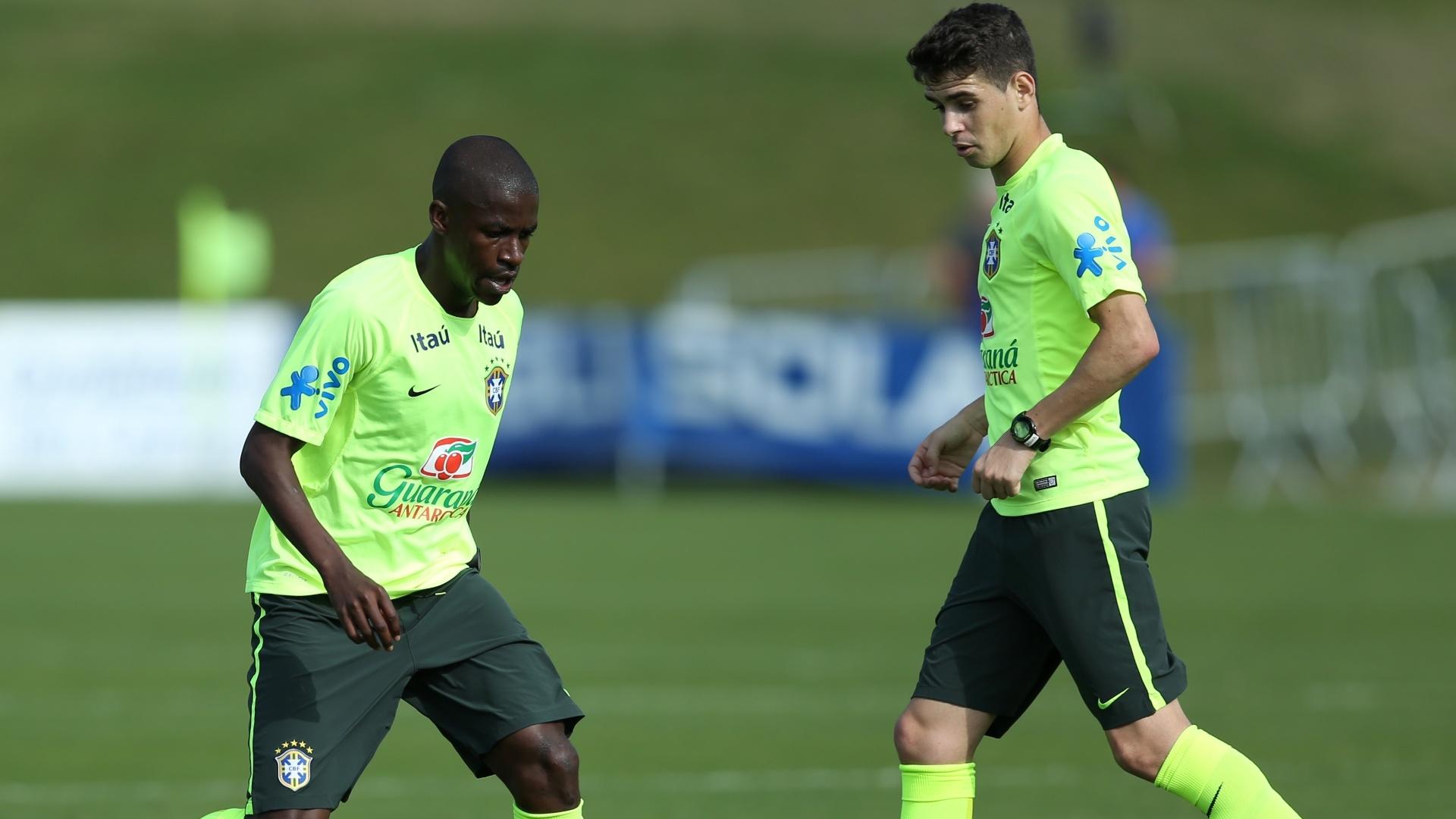 Ramires e Oscar participam de treino da seleção brasileira em Teresópolis