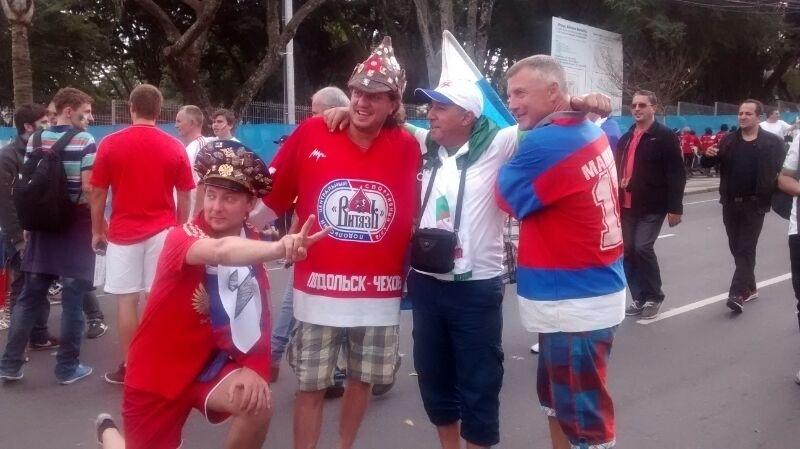 Russos e argelinos mostram bom humor antes de jogo entre as duas seleções pelo grupo H da Copa do Mundo