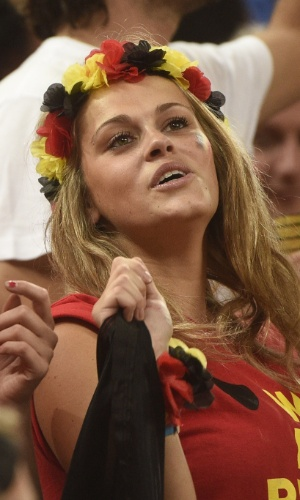 Torcedora comemora vitória da Bélgica em cima da Coreia do Sul no Itaquerão