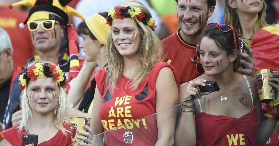 Torcedoras belgas na arquibancada do Itaquerão para o jogo contra a Coreia do Sul
