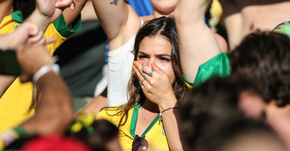 Bruna Marquezine chora após vitória do Brasil nos pênaltis contra o Chile