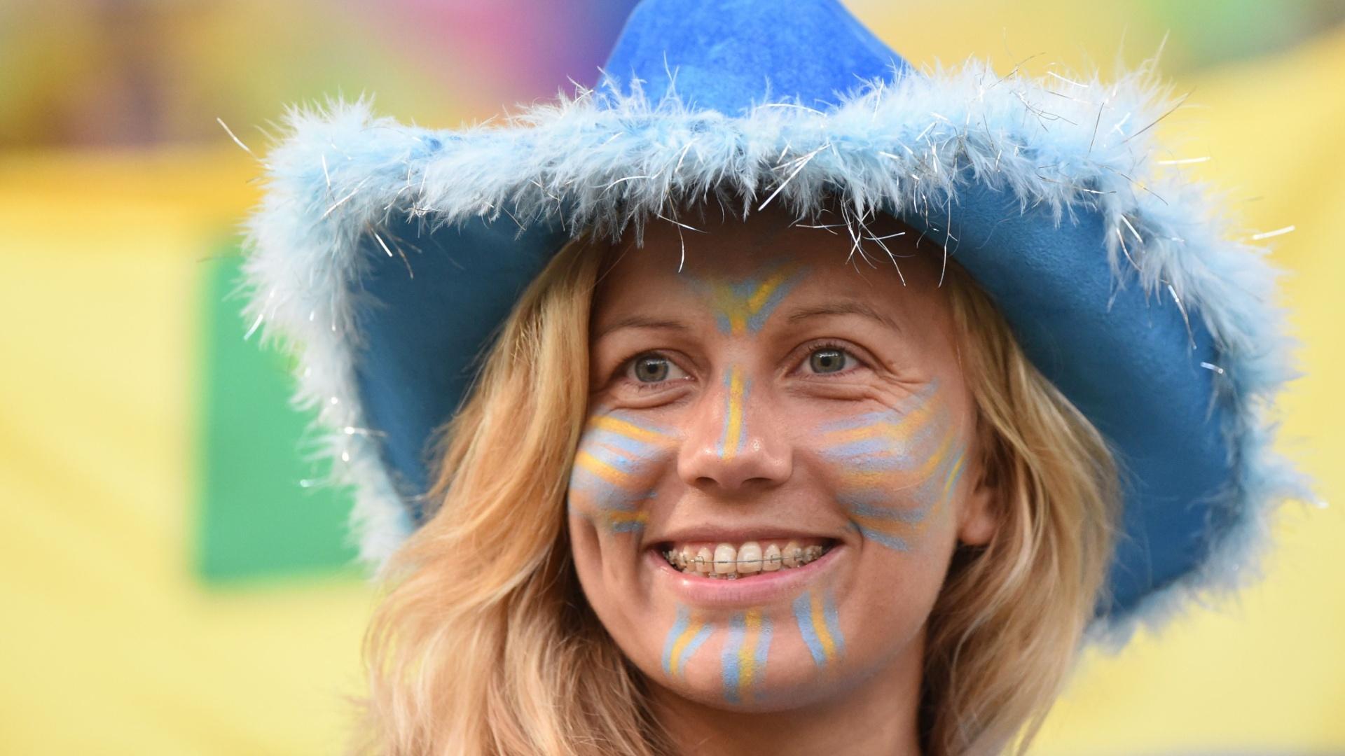 Torcedora uruguaia no Maracanã para o jogo contra a Colômbia, pelas oitavas de final