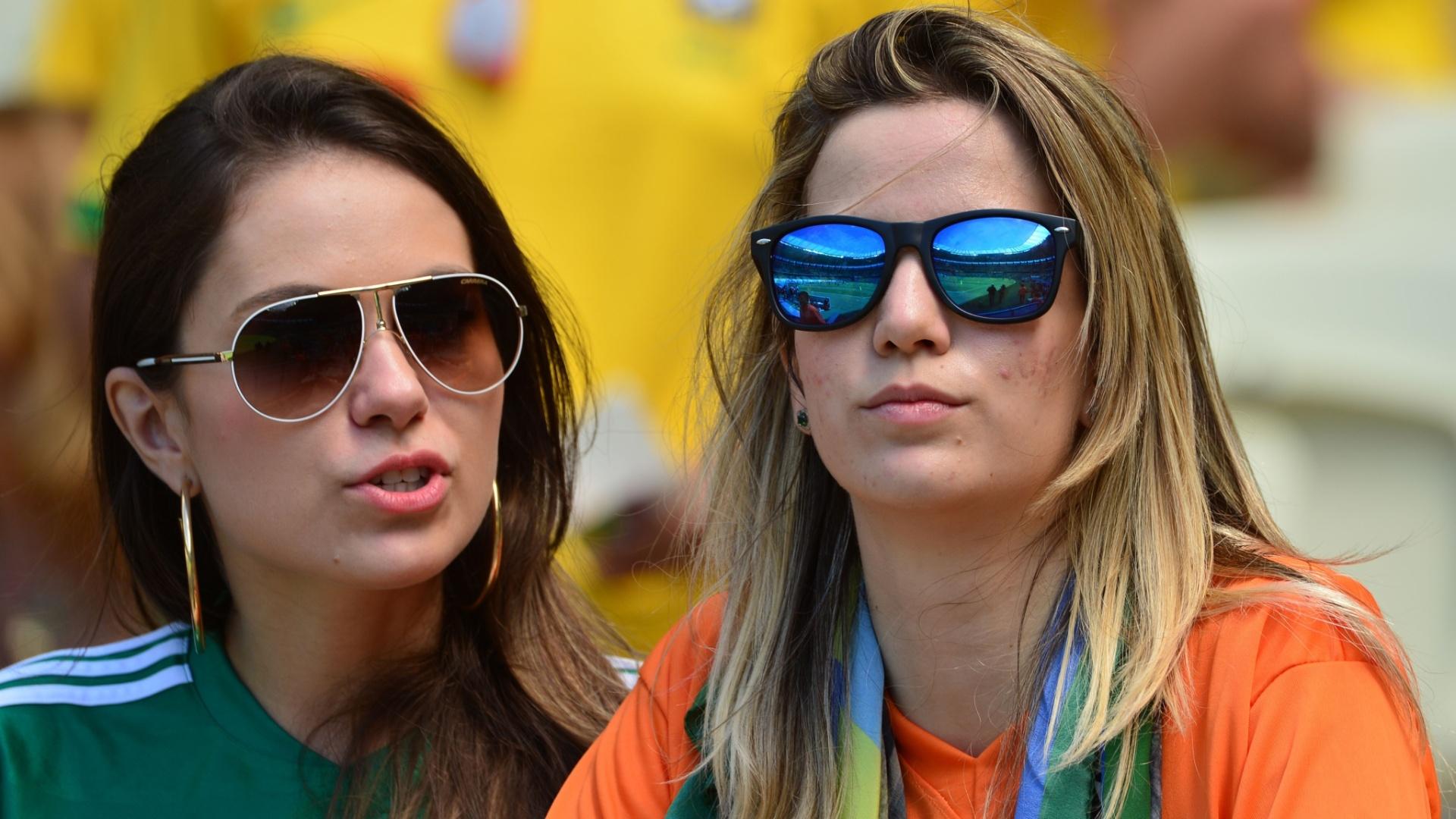 Holandesas e mexicanas esperam juntas pelo início do jogo entre as duas seleções no Castelão