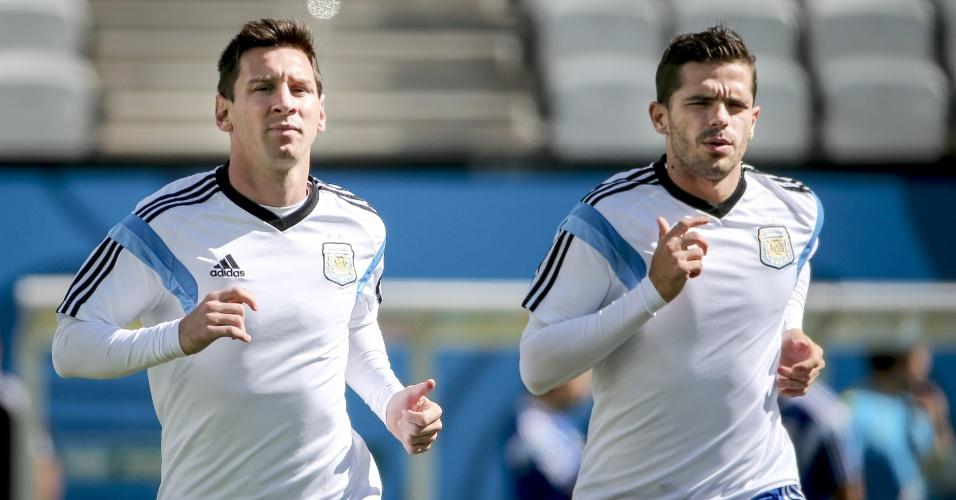 Lionel Messi e Fernando Gago correm em treino da Argentina, no Itaquerão