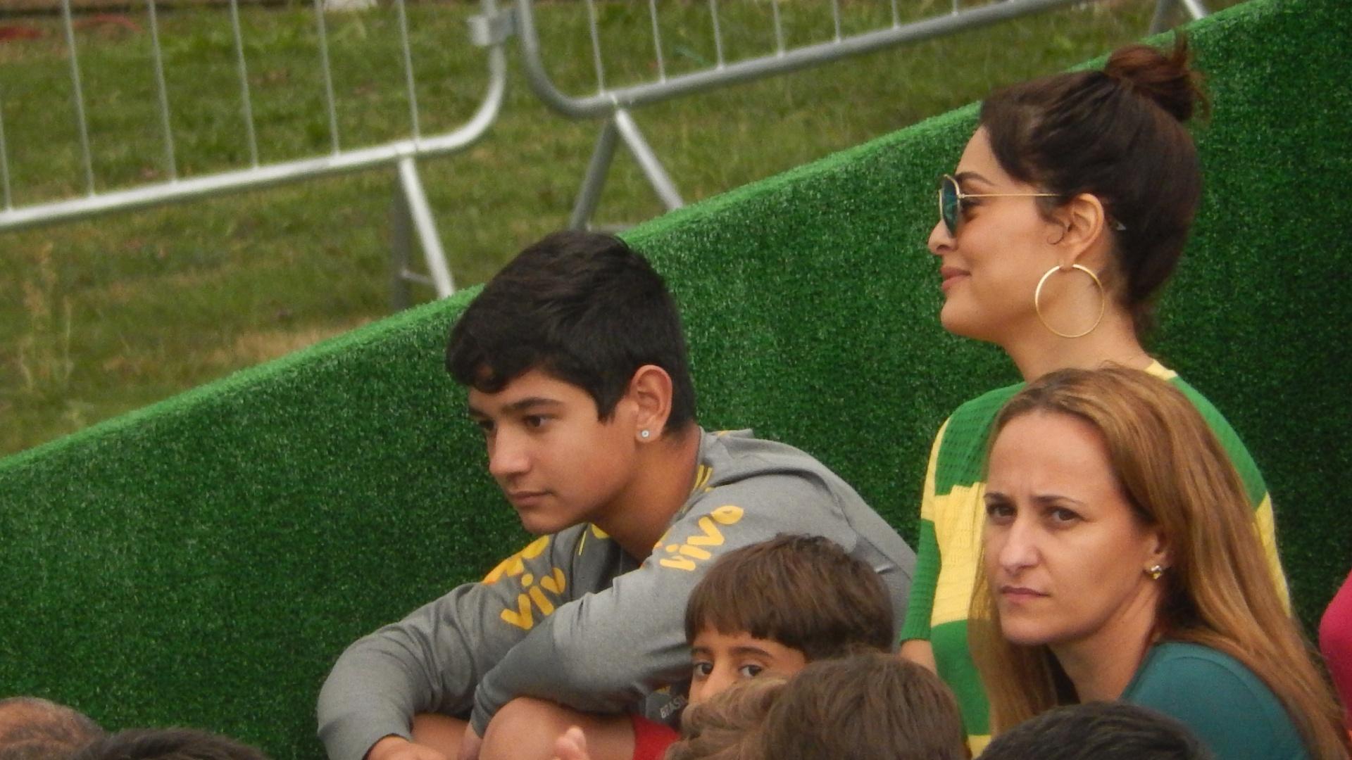 01.07.2014 - Juliana Paes acompanha treino da seleção brasileira em Teresópolis