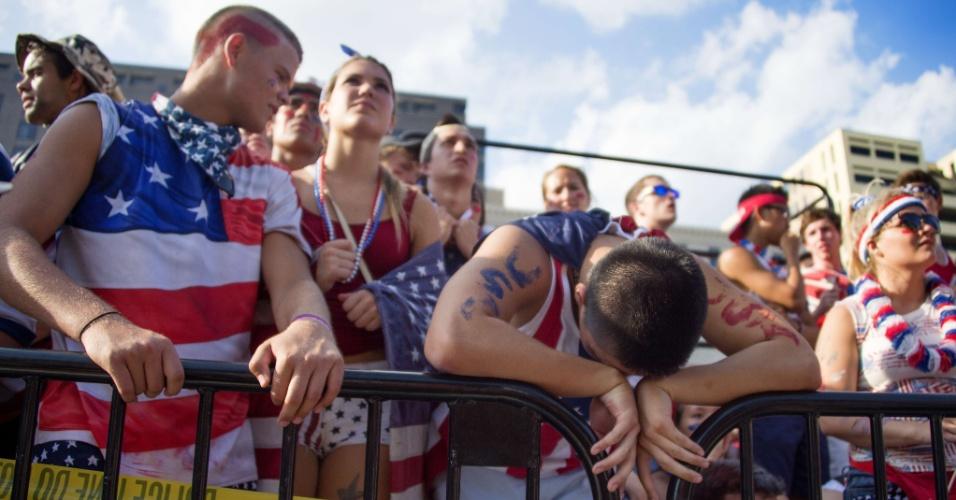01.jul.2014 - Em Washington, norte-americanos veem sonho da Copa do Mundo terminar diante da Bélgica