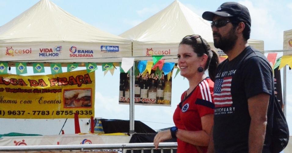 01.jul.2014 - Casal passeia pelo centro histórico de Salvador antes de partida entre Bélgica x EUA