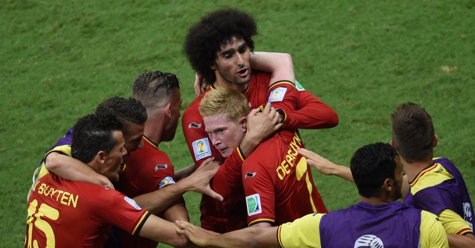 01.jul.2014 - De Bruyne comemora com seus companheiros após marcar para a Bélgica contra os Estados Unidos