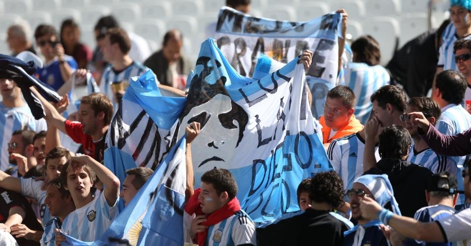 01.jul.2014 - Torcedores argentinos começam a tomar as arquibancadas do Itaquerão para o jogo contra a Suíça