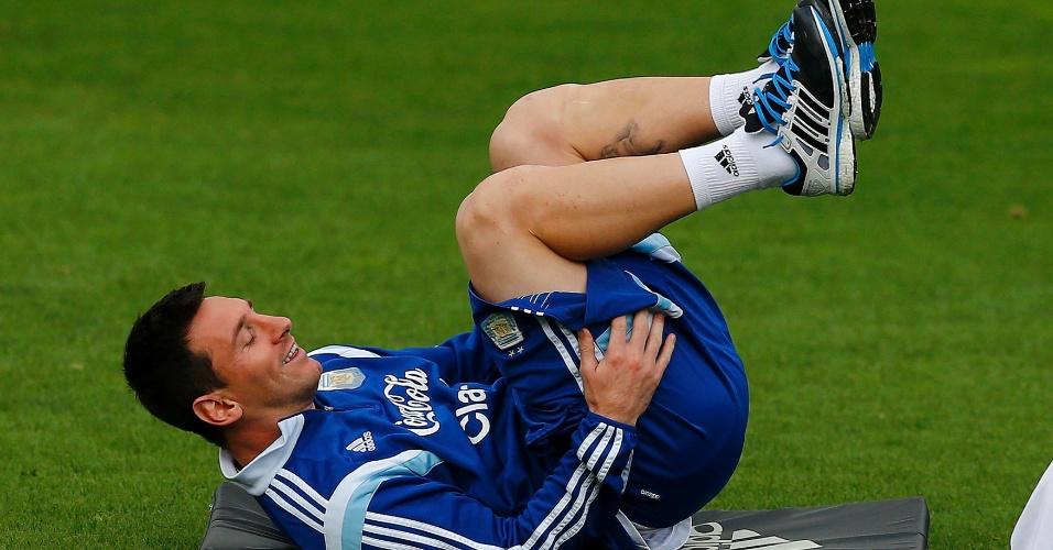 02.jul.2014 - Lionel Messi faz exercícios durante treinamento da seleção argentina na Cidade do Galo, em Vespasiano (MG)