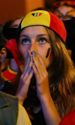 Torcedora belga em Bruxelas assiste tensa à prorrogação contra os Estados Unidos
