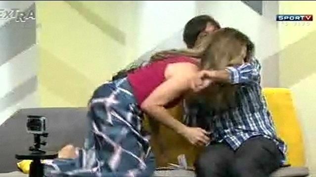 Maitê Proença morde Peninha no programa Extraordinários, no SporTV
