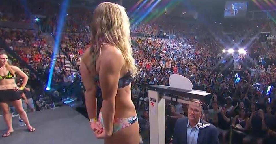 Ronda Rousey foi vaiada, mas arrancou suspiros durante a pesagem no UFC 175, em Las Vegas
