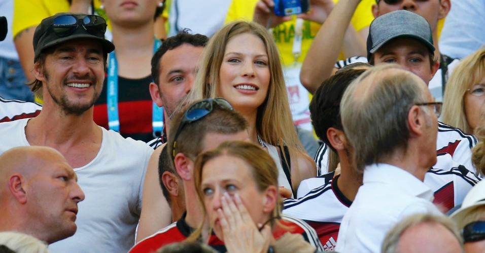 Sarah Brandner, namorada de Schweinsteiger, é vista na arquibancada do Maracanã para assistir ao jogo contra a França