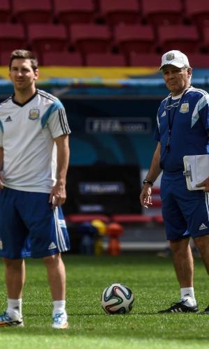 Técnico da Argentina Alejandro Sabella e Lionel Messi participam do treinamento da equipe, no Mané Garrincha, nesta sexta-feira