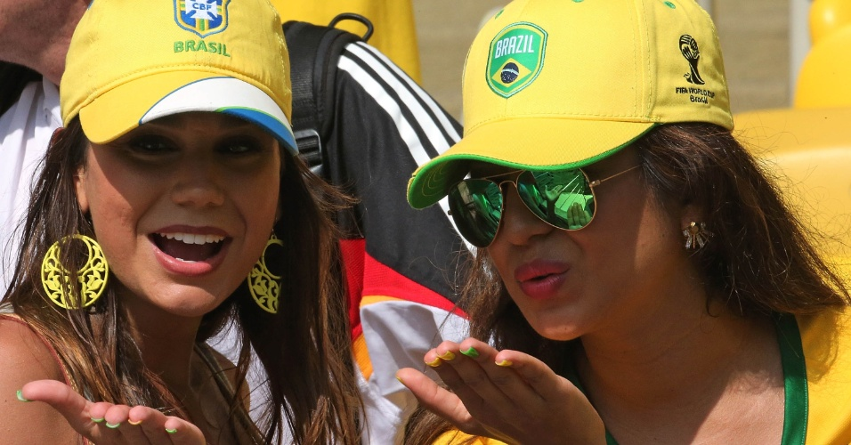 Torcedoras brasileiras vão ao Maracanã assistir ao jogo entre Alemanha e França, pelas quartas de final