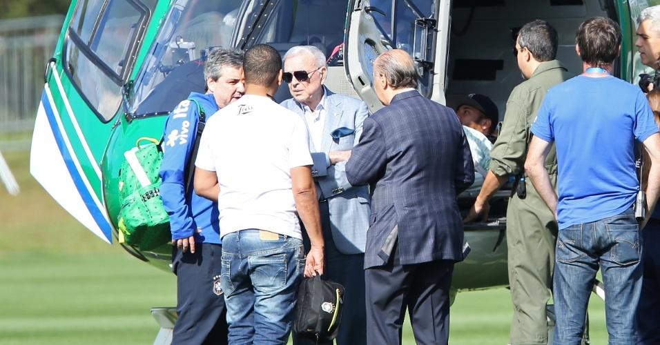 05.jun.2014 - José Maria Marin, presidente da CBF, foi até a Granja Comary para assistir Neymar