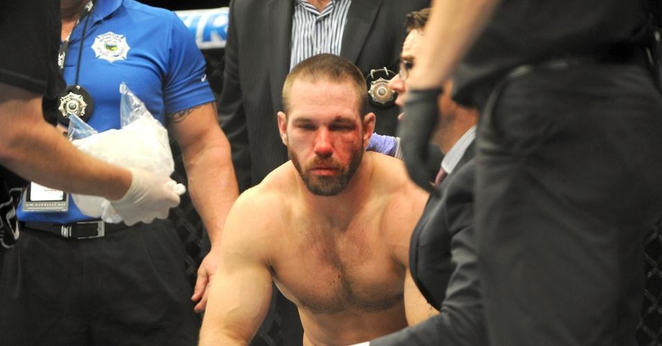 05.jul.2014 - Bubba Bush lamenta a derrota para Kevin Casey, no card preliminar do UFC 175