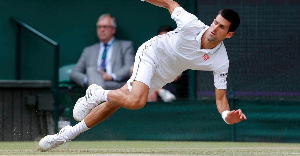 Novak Djokovic se esforça ao máximo para não perder ponto para Federer na final de Wimbledon