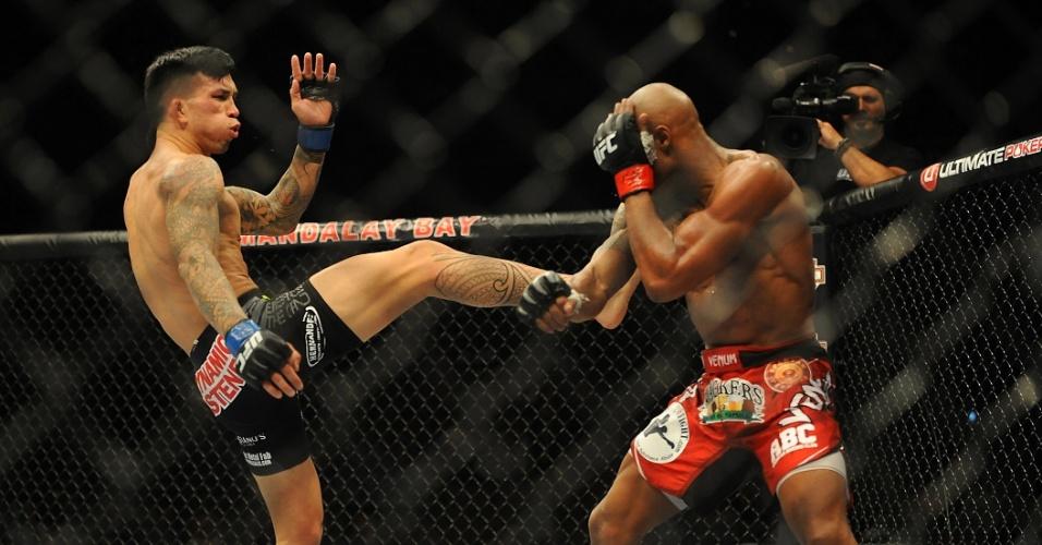 05.jul.2014 - Russell Doane (esquerda) vence a luta contra Marcus Brimage por decisão dividida no UFC 175