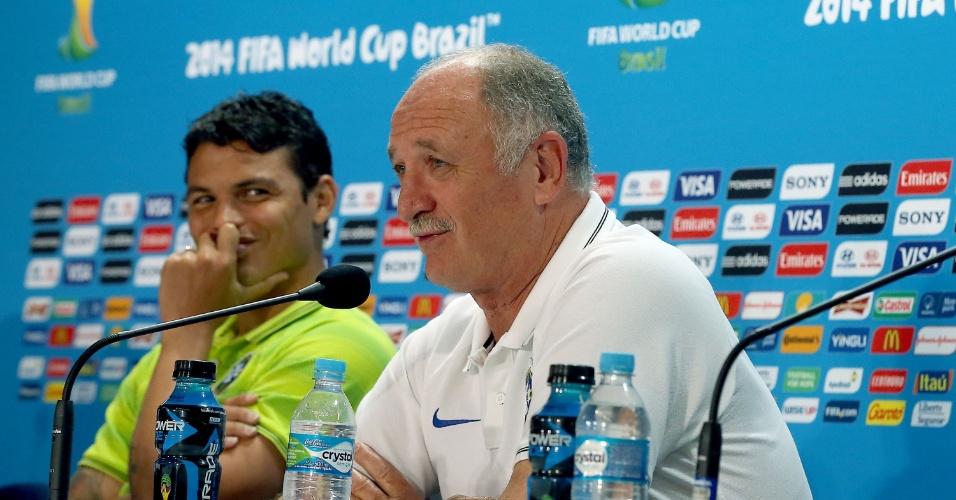 Técnico Luiz Felipe Scolari brinca com jornalistas durante coletiva da seleção brasileira antes da semifinal contra a Alemanha