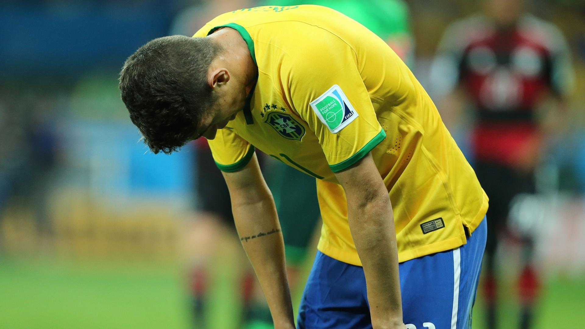 08. jul. 2014 - Oscar lamenta resultado de Brasil x Alemanha após o jogo, no Mineirão