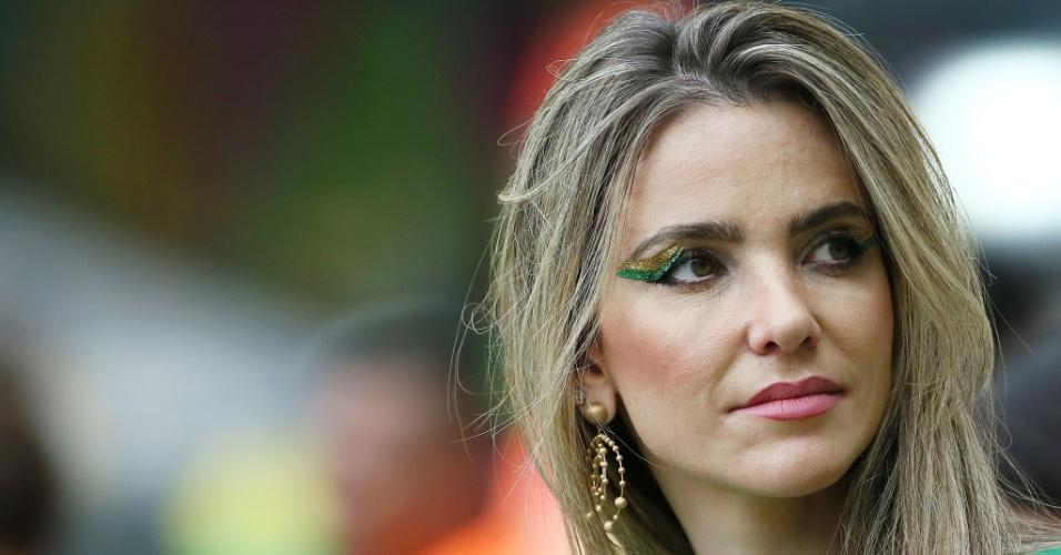 Bela torcedora do Brasil marca presença no Minerrão para acompanhar partida contra a Alemanha