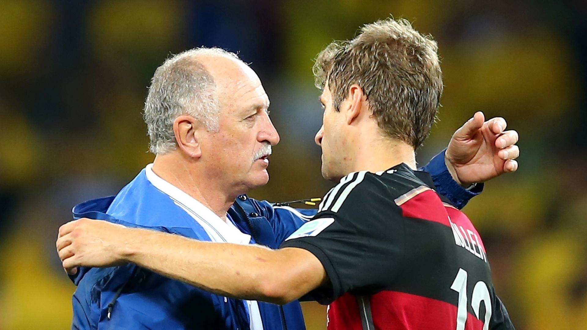 08. jul. 2014 - Felipão cumprimenta Thomas Müller depois da vitória alemã sobre o Brasil por 7 a 1, no Mineirão