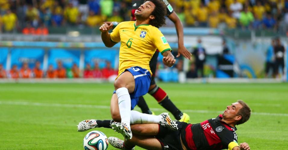 08. jul. 2014 - Marcelo pede pênalti de Philipp Lahm, mas o árbitro manda o lance seguir no Mineirão