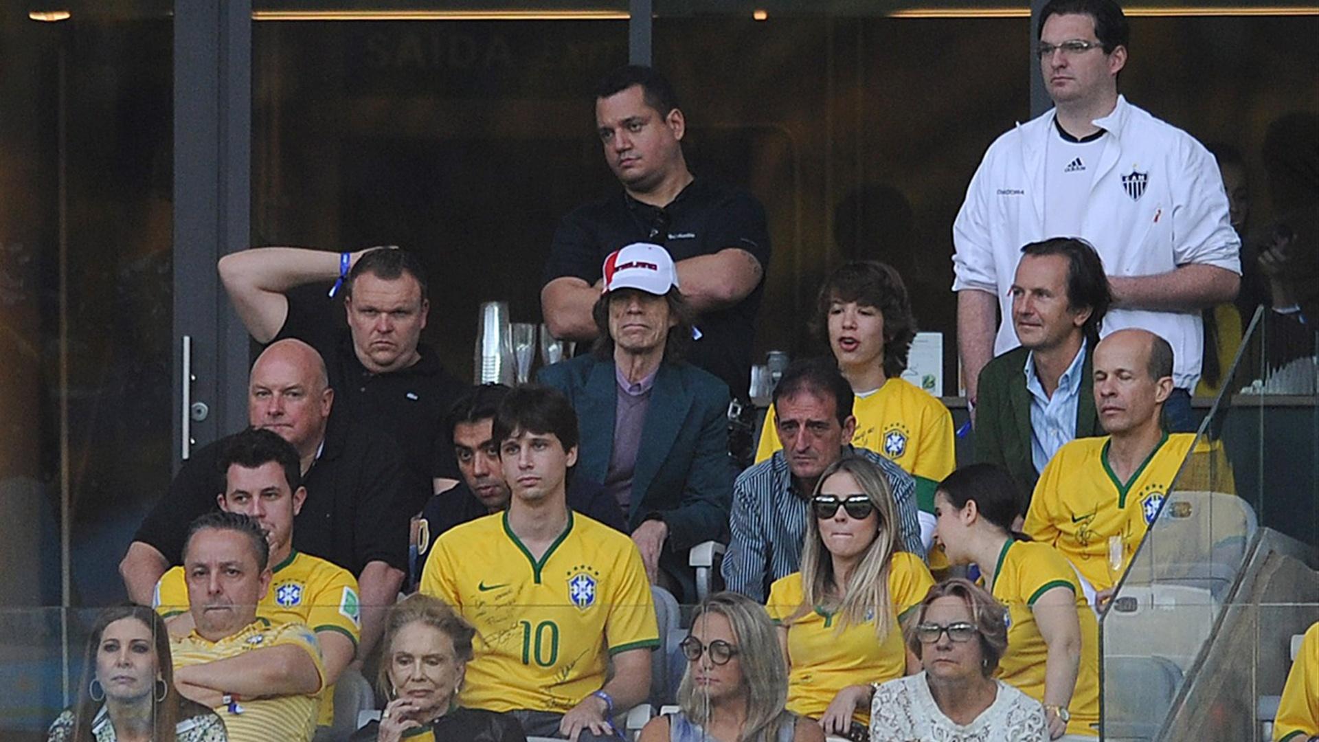 Mick Jagger, vocalista da banda Rolling Stones, assiste ao jogo entre Brasil e Alemanha ao lado do filho Lucas pelas semifinais da Copa do Mundo no Mineirão (08/07/2014)