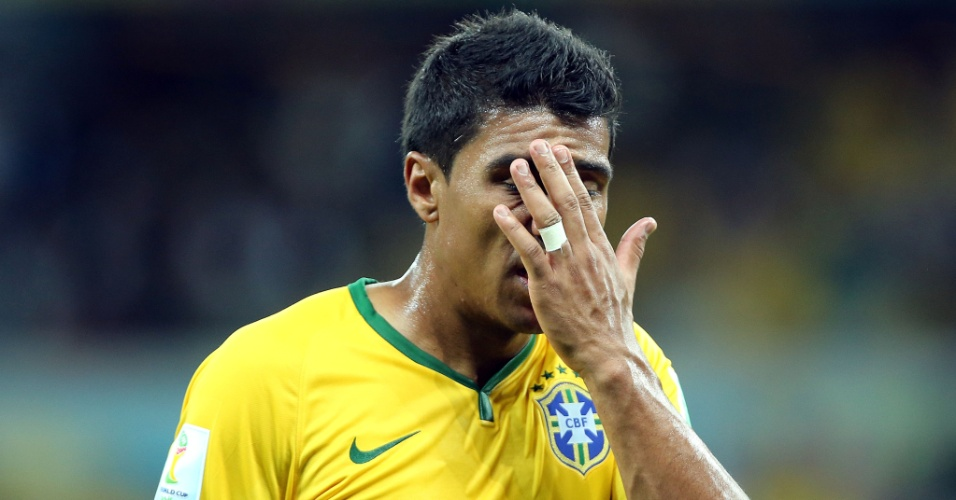 08. jul. 2014 - Paulinho, que entrou no segundo tempo da partida contra a Alemanha, lamenta a derrota brasileira por 7 a 1 no Mineirão