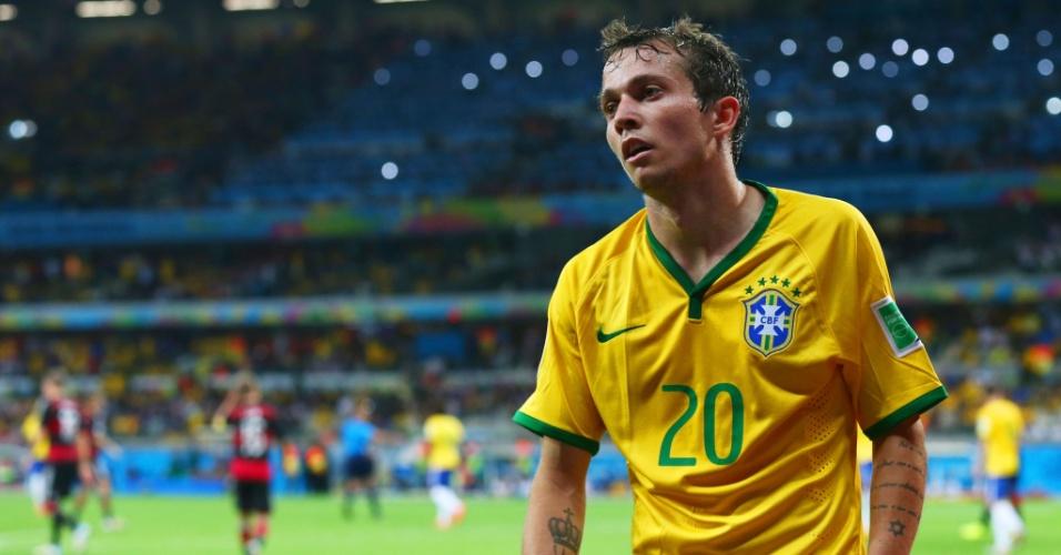 08. jul. 2014 - Substituto de Neymar, Bernard lamenta a derrota para a Alemanha por 7 a 1, no Mineirão. Os alemães estão na final da Copa