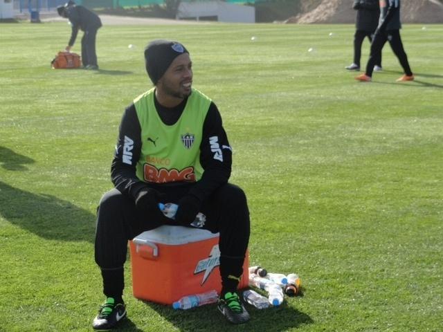 9 jul 2014 - Ronaldinho Gaúcho durante treinamento do Atlético-MG no CT da AFA em Buenos Aires, na Argentina