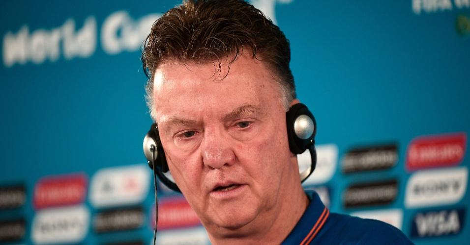 11.jul.2014 - Técnico da Holanda, Louis van Gaal, concede entrevista coletiva em Brasília, na véspera da disputa de terceiro lugar da Copa