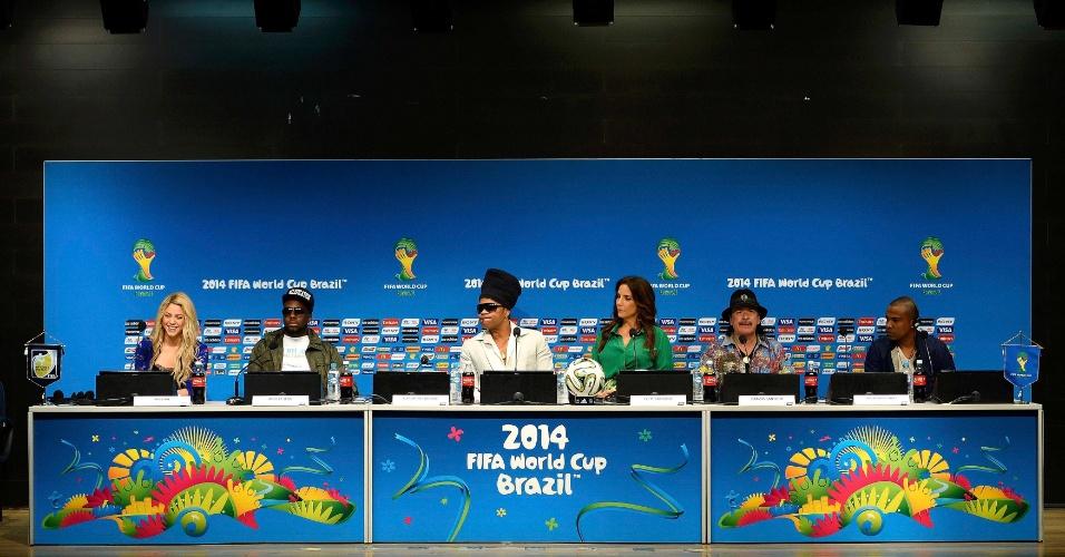 12.jul. 2014 - Shakira, Wyclef Jean, Carlinhos Brown, Ivete Sangalo, Carlos Santana e Alexandre Pires concedem entrevista coletiva no Maracanã. Os músicos vão se apresentar na cerimônia de encerramento da Copa