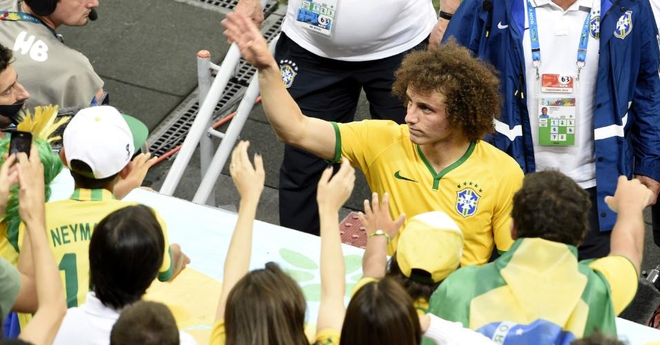 12.jul.2014 - David Luiz agradece aos torcedores no Mané Garrincha após a derrota do Brasil por 3 a 0 para a Holanda