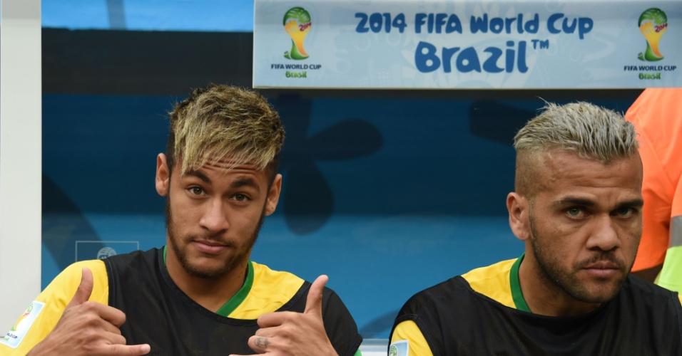 12.jul.2014 - Neymar faz graça com a câmera antes do jogo entre Brasil e Holanda, no estádio Mané Garrincha