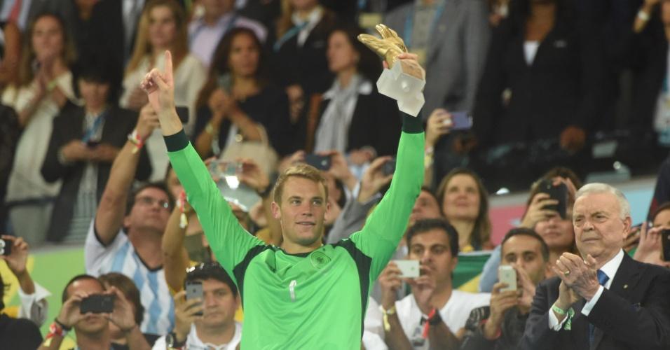 Alemão Neuer recebe prêmio de melhor goleiro da Copa