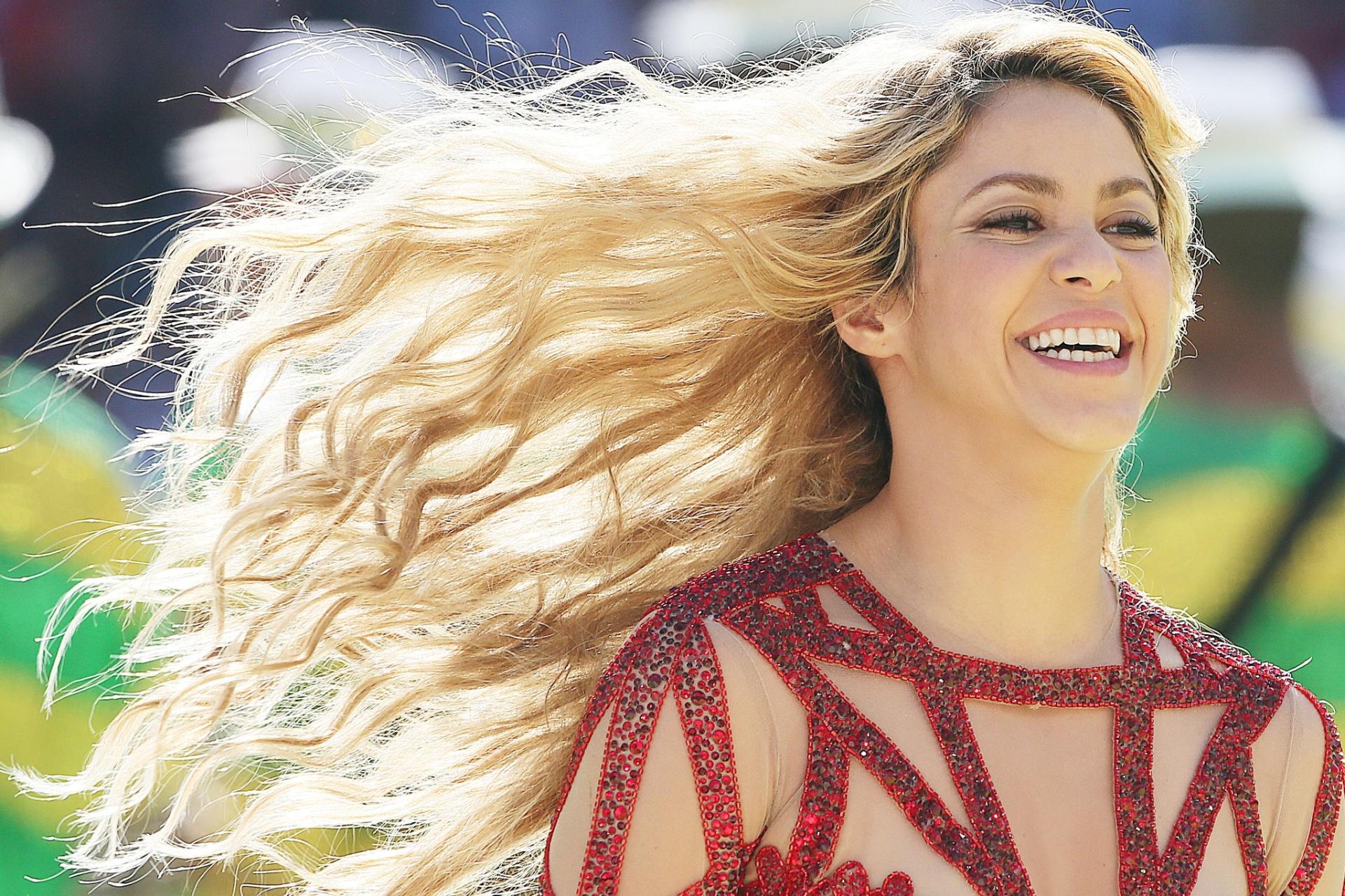 Cantora Shakira se apresenta na cerimônia de encerramento da Copa, no Maracanã
