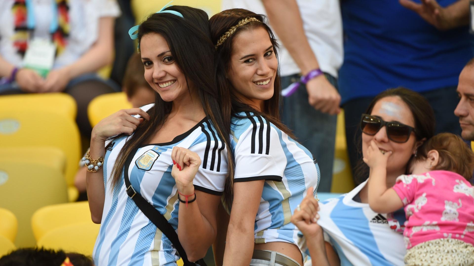 Dupla de amigas argentinas fazem sucesso nas arquibancadas do Maracanã durante final da Copa contra a Alemanha