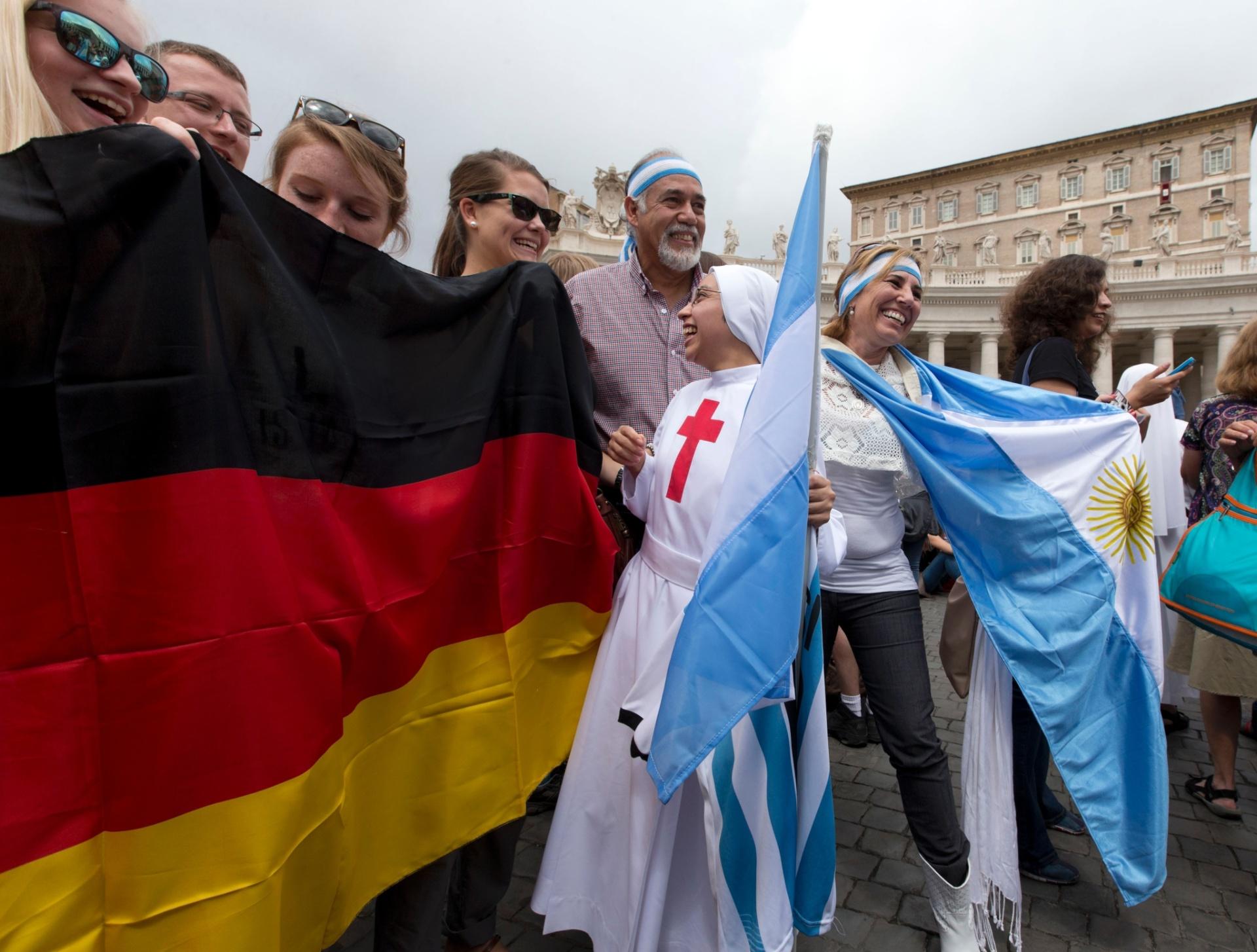 Em menor número, alemães também marcaram presença no Vaticano antes da final da Copa