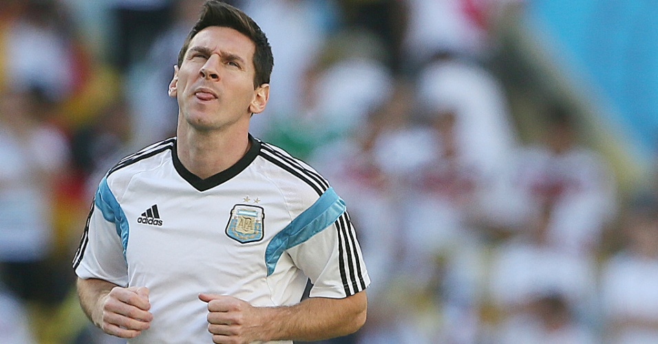 Messi se aquece para a final da Copa do Mundo contra a Alemanha, no Maracanã