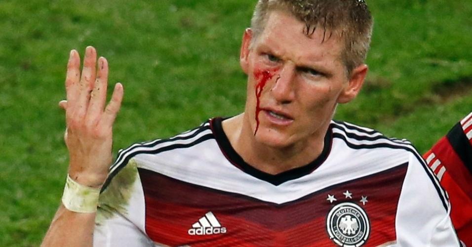 Schweinsteiger sofre corte no olho após soco de Aguero na final da Copa do Mundo